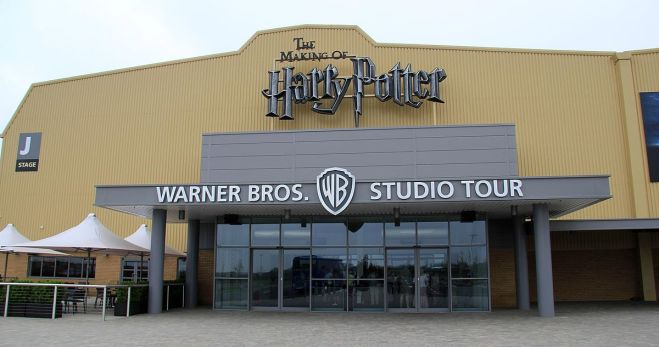 1200px-Harry_Potter_Leavesden_entrance